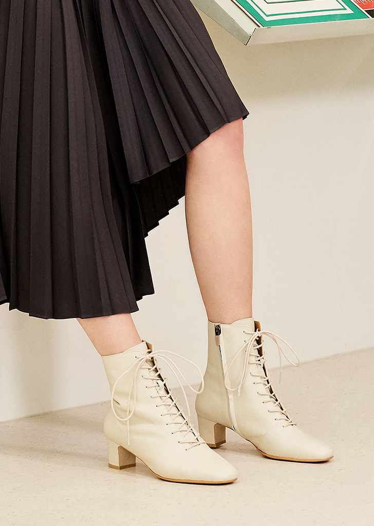 mc 002 lace up boots (ivory)